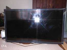 Selling a 32inch Samsung TV with a broken screen but repairable