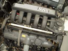 BMW N52 E90 323i ENGINE R30000