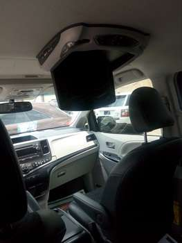 Tokunbo 2015 Toyota Sienna Up 4Grabs For Good Rates Lagos Mainland - image 5