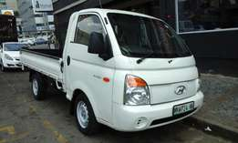 2012 model hyundai h100 2.7diesel,white,88 000km,for sale