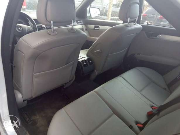Pristine Tokunbo 2008 Mercedes Benz C-300 4matic (Lagos cleared) Surulere - image 5