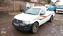 Very clean Mitsubishi L-200 model 2013