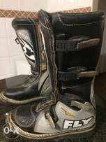 Off-road riding boots
