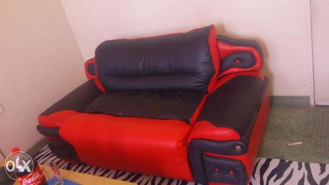 Leather coach 2seater and a coffee table Mombasa Island - image 2