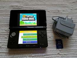 Nintendo 3DS + Lots of Games(Installed on R4 card)