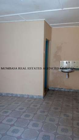 Bungalow commercial house for rent at 100k Mombasa Island - image 6