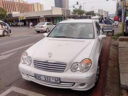 Month End Special: 2006 Mercedes benz c200 Auto in good condition , fo