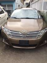 Toyota venza 010 foreign used (full option)