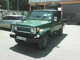 Landcruiser pickup very clean no accident diseal manual