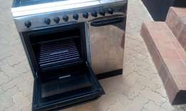 4 burner gas cooker with 2 electric plate and oven