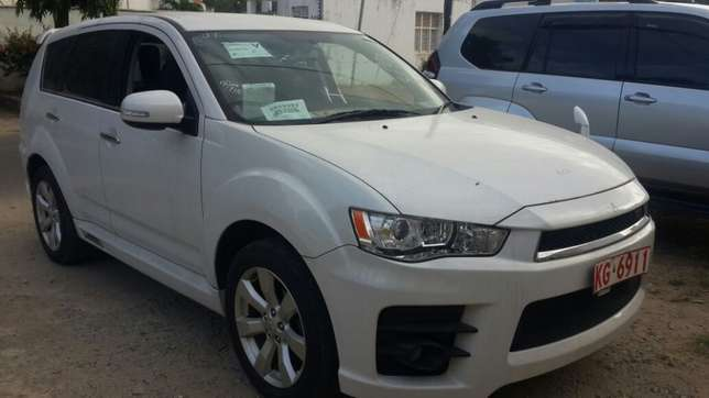 Mitsubishi Outlander Roadest KCN number 2010 model loaded with all Mombasa Island - image 2