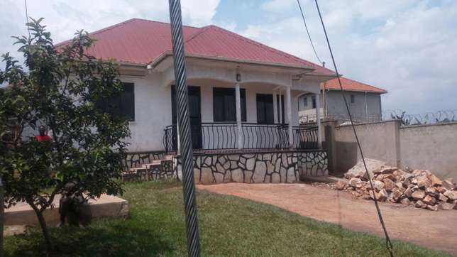 3bedrooms 2bathrooms 1quarter on 60*100fts in kira at 165m negotiable Kampala - image 6