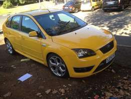 2009 ford focus 2.0 yellow color with 97000km leather interior R115000