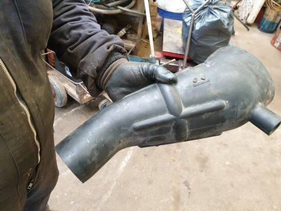 Liebherr (CONECTOR FILTRO DE AIRE) cooling pipe for excavator