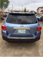 First Body 2010 Toyota Highlander Full Option DVD Reverse Cam and Co.