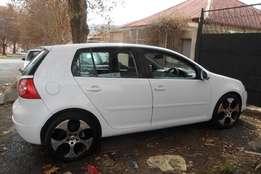 2005 model,golf 5 2.0 hatchback,white,for sale