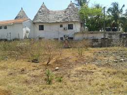 1/2 acre plot for sale fronts tarmac in Nyali Msa, behind nakumatt .