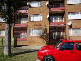 Rodturf Court - comfortable 1.5 bedroom flats available in Turffontein
