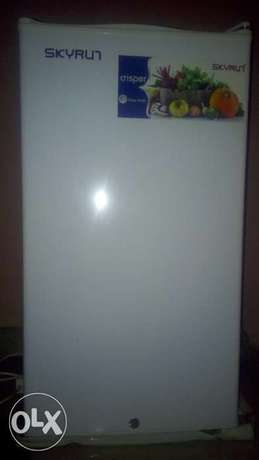 Clean Skyrun Refrigerator for sale Uvwie - image 1