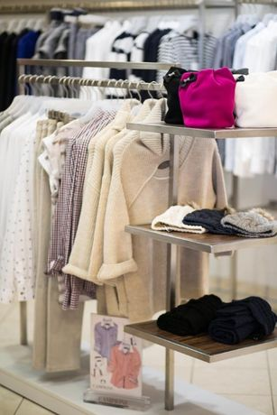 Super Sprzedam wyposażenie sklepu odzieżowego Premium Warszawa Bemowo TA24