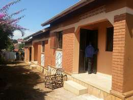 2 bedroom semidtouched house for rent kiwatule 500k