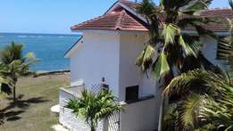 SEAVIEW 4 bedroom BEACH VILLA all ensuite with pool,study room,in a sh