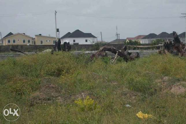 What can you do with half a plot of Land? 300sqm, 350sqm Lagos - image 1