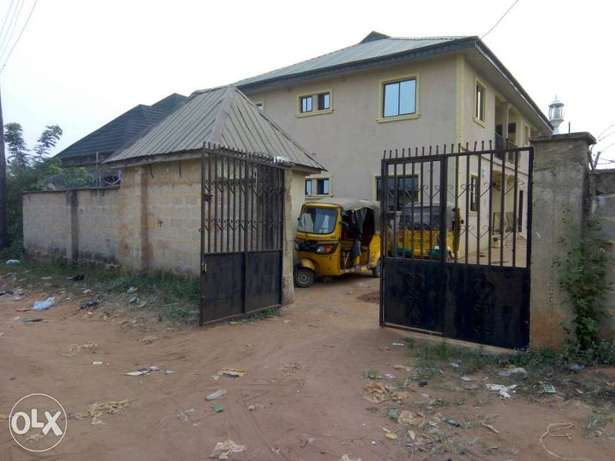 For sale 4Flat on a 50ft by 100ft by youth camp ground. Benin City - image 1