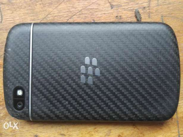 Clean BlackBerry Q10 working perfect  - image 4