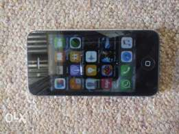 R1100 iPhone 4s in mint condition