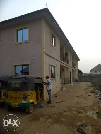 For sale 4Flat on a 50ft by 100ft by youth camp ground. Benin City - image 3