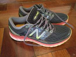 NB Shoes: Fabric/Synthetic Rubber sole Lightweight running shoe