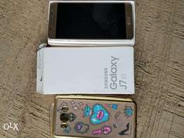 Samsung Galaxy J7 2016 Gold with accessories
