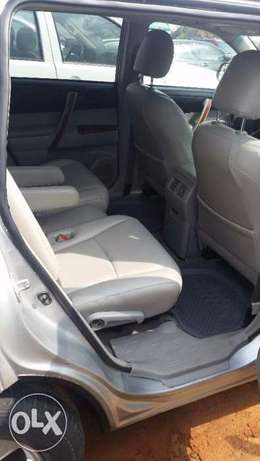 Nigerian Used Toyota Highlander 2009. 3-Row Seat, Excellent Condition. Lagos - image 2