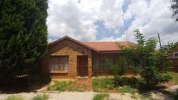 Rooms to rent in beautiful house- R 2100 including electricity