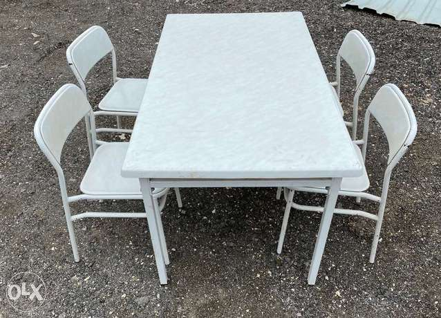 One table and 4 chair for sale with delivery