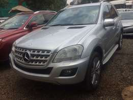 Mercedes Ml 4matic 2010 Leather interior Sunroof Fully loaded