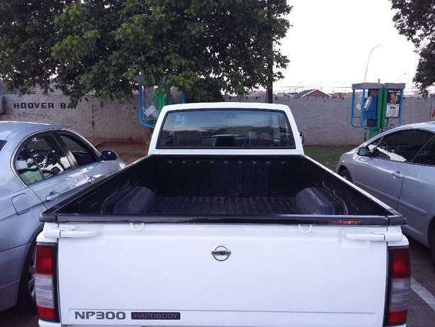 New Bakkie NP300 Soweto - image 3