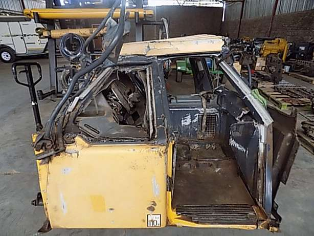 Bell B30D Cab Stripping for Spares Memel - image 2