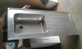 Single sink in good condition R295