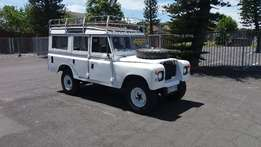 Land Rover Defender 1982; Made for the outdoors.