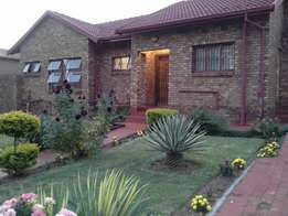 1bedroom available in a 2Bedroom house to share from 1 may 2017