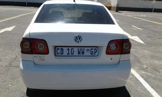 Polo 1.6 very clean and low mileage Johannesburg CBD - image 5