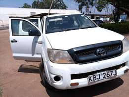 Clean Toyota Hilux D/Cabin 2009 model Diesel 2.5 L, Company maintained
