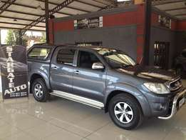 Toyota Hilux 4l V6 4x4 Auto 2010 Model Lots extras Canopy Very clean