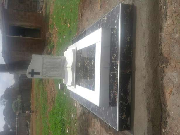 Tombstones and graves and memorial church plaques Westlands - image 3