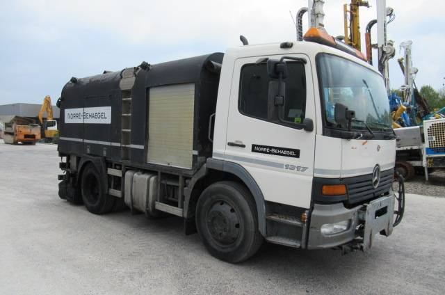 Mercedes-Benz 1317 Bitumen Sprayer - 2001