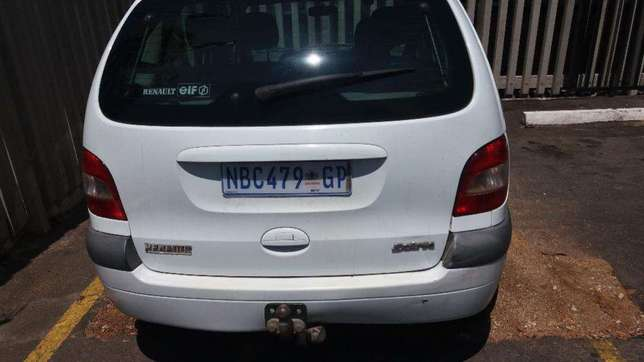 Renault scenic spares 2.0 automatic 2000 model for stripping Brakpan - image 3