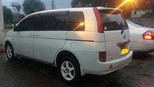 2005 Toyota Isis KBT Very clean buy & drive!!! Kilimani - image 2
