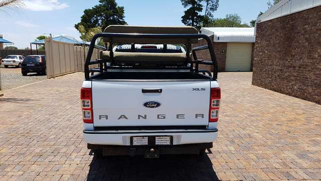 Ford Ranger D/Cab 2,2 XLS 4X4 With Cattle rails and Hunting Seats Kempton Park - image 4
